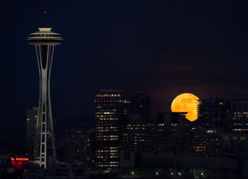Stargazing in Seattle: Moonrise and the Space Needle