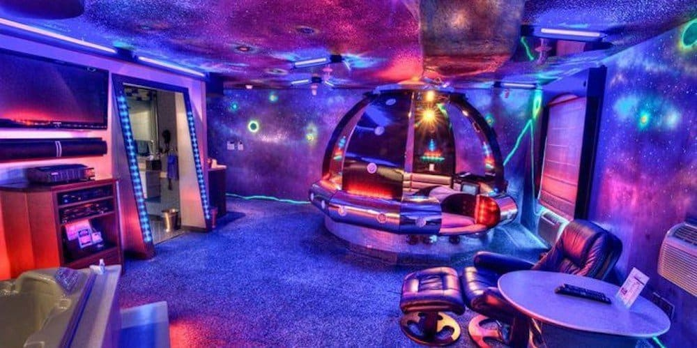 Fantasy Themed Hotel Rooms In Illinois