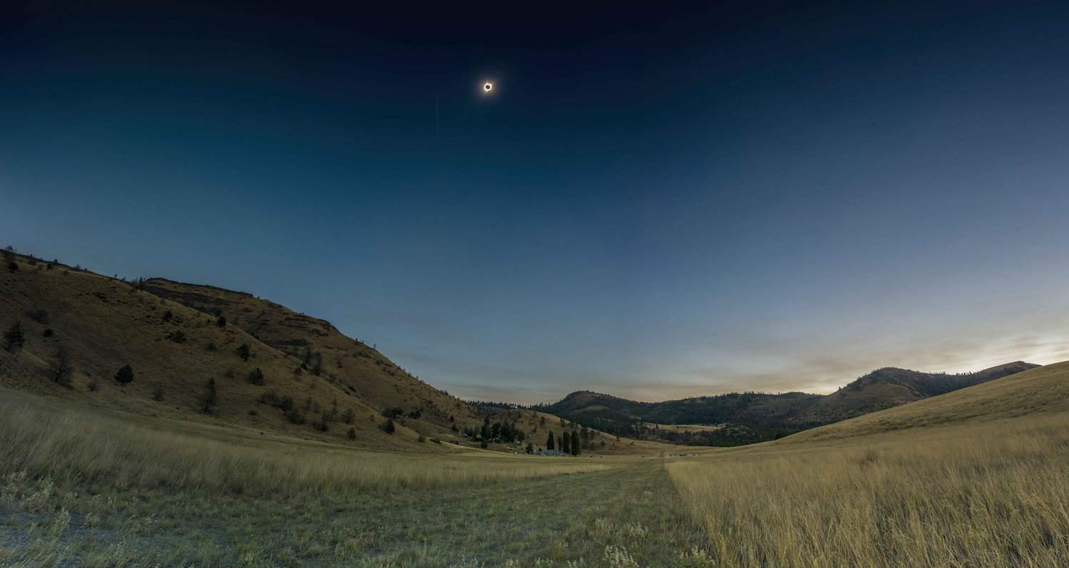 Experiencing Totality - Andrew Kearns via Flickr