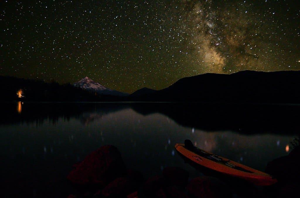 Stargazing near Portland - Lost Lake - Alejandro Rdguez via Flickr