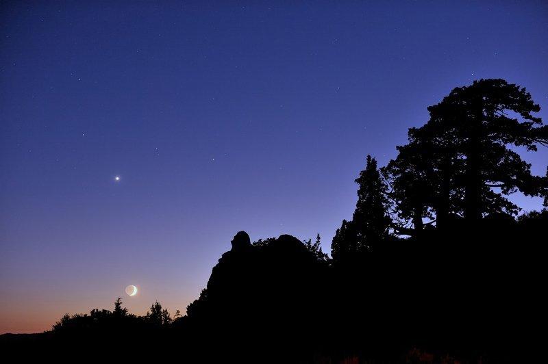 Night Sky December - Saturn, Venus & Moon - Tucker Hammerstrom via Flickr