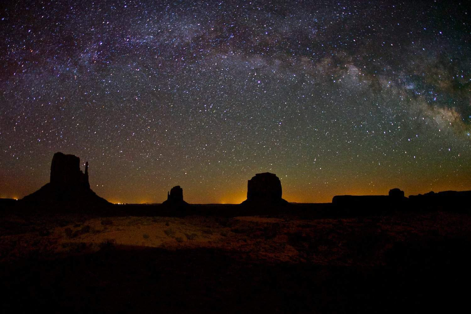 Stargazing in Airzona - Monument Valley - Chao Yen via Flickr
